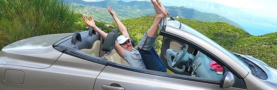 Thomas im Nissan Micra C+C. Foto: Autogefühl