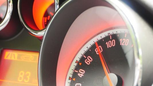Opel Astra GTC: Sportlicher Tacho, Foto: Autogefühl