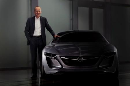 Opel-Vorstandsvorsitzender Dr. Karl Thomas Neumann mit dem Opel Monza Concept, Foto: Opel