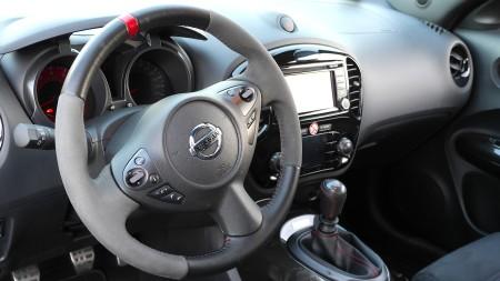 Nissan Juke Nismo Lenkrad mit Alcantara, Foto: Autogefühl
