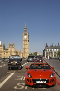 Jaguar F-TYPE auf der Westminster Bridge, Foto: Jaguar