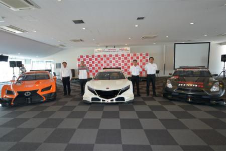 Lexus LF-CC, Honda NSX und Nissan GT-R GT500 Rennwagen in Suzuka (von links), Foto: Super GT