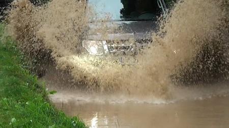 Mitsubishi Pajero Wasserdurchfahrt, Foto: Autogefühl