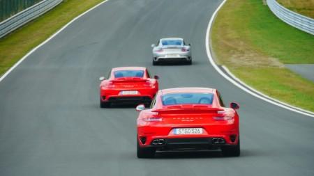 Porsche 911 Turbo und Porsche 911 Turbo S auf der Rennstrecke, Foto: Autogefühl