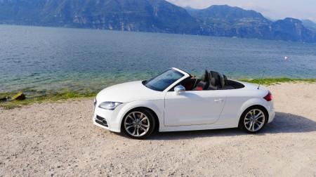 Audi TTS Roadster in weiß am Gardasee, Foto: Autogefühl