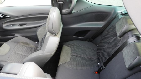 Citoren DS3 Cabriolet Rückbank mit Sitzen etwas weiter vorne, Foto: Autogefuehl