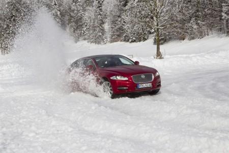 Auch den Jaguar XJ gibt es seit Anfang 2013 mit Allrad. Foto: Jaguar