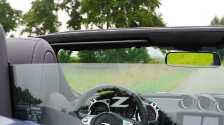 Nissan 370Z Roadster Windschott aus Glas, Foto: Autogefühl