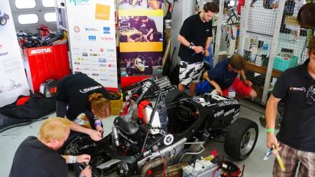 So sieht eine Werkstatt bei der Formula Student Germany aus. Foto: Autogefühl