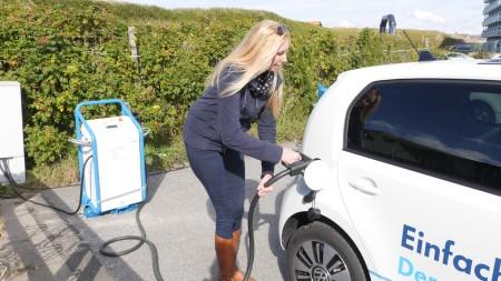 Katharina (Autogefühl) lädt den VW e-up! auf