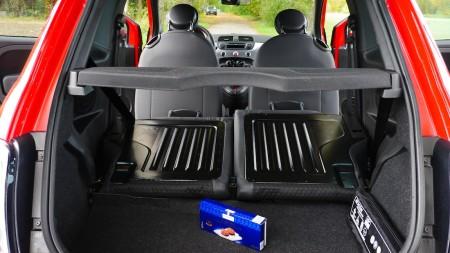 Fiat 500 S Kofferraum mit umgeklappten Rücksitzen, Foto: Autogefühl