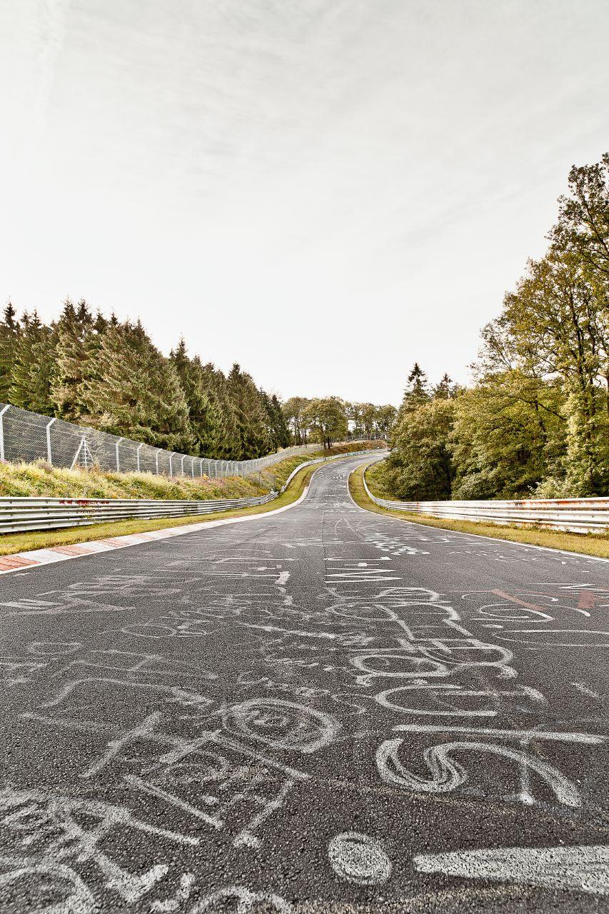 nordschleife am n rburgring in tracks von stefan bogner autogef hl. Black Bedroom Furniture Sets. Home Design Ideas