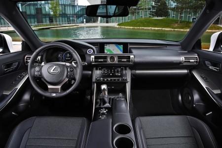 Lexus IS 300h F-Sport Cockpit, Foto: Lexus