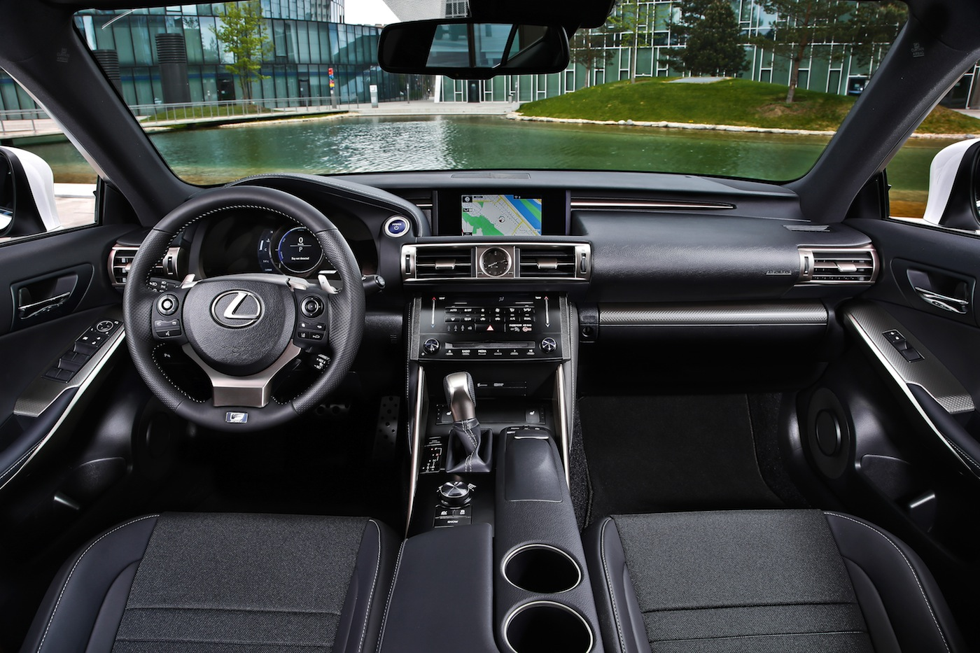 lexus is 300h f sport test autogef hl. Black Bedroom Furniture Sets. Home Design Ideas