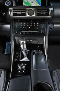 Lexus IS 300h F-Sport Mittelkonsole, Foto: Lexus