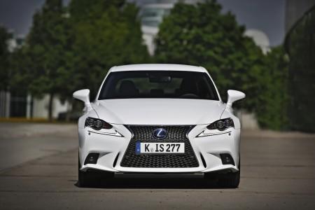 Lexus IS 300h F-Sport Front, Foto: Lexus