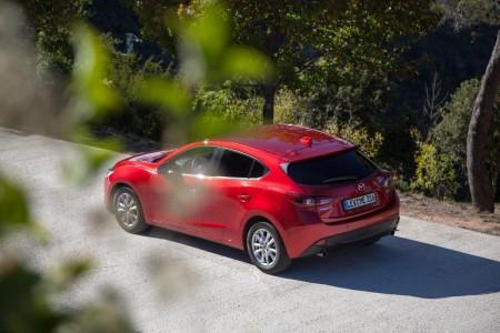 Der neue Mazda3 in Rot. Foto: Autogefühl