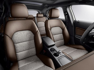 Mercedes-Benz GLA Edition 1 2013, Leder nussbraun / Stoff Alvorada, Interieur, Foto: Mercedes
