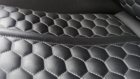 Audi RS7 Sitze im Waben-Muster mit Kontrastnähten, Foto: Autogefühl