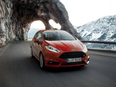 Pfeilschnell auch in den Seealpen - der Fiesta ST Foto: Ford
