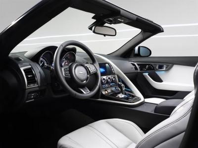 F-TYPE Interieur: Alles auf den Fahrer zentriert Foto: Jaguar