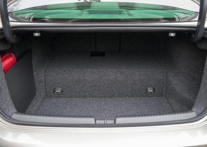 Lästige Stufe im Kofferaum - Foto: Volkswagen