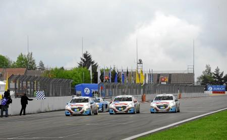 Dreifacher Klassensieg beim 24-Stunden-Rennen am Nürburging Foto: Peugeot