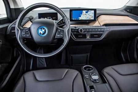 i3 Interieur: Edles Holz und glasklare Displays Foto: BMW