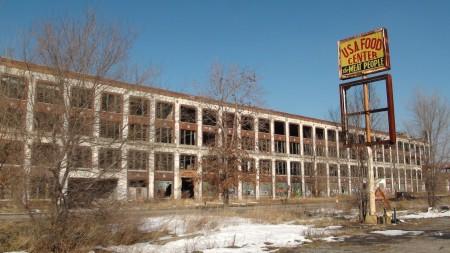 Neben dem Glanz der Messe: Auch das ist Detroit, eine Stadt in der Krise. Foto: Autogefühl