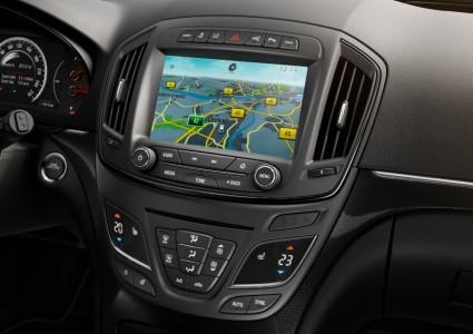 Zu viele Extras erhöhen das Gewicht - Cockpit Opel Insignia - Foto: Opel
