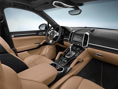 Cockpit im Porsche Cayenne S Diesel mit hellem Leder als Alternative, Foto: Porsche