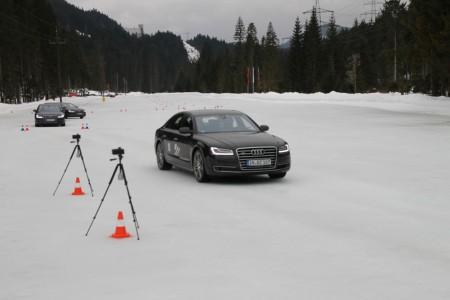 Mit den Aufbauten wird bei der driving experience die Reaktionszeit gemessen, Foto: Audi