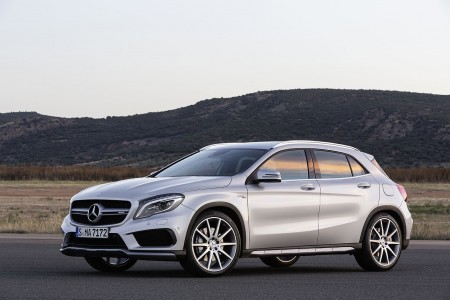 Mercedes-Benz GLA 45 AMG (X 156), Lack: Polarsilber metallic, Ausstattung: Leder perforiert, schwarz RED CUT, Foto: Mercedes