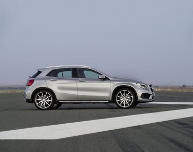 Mercedes-Benz GLA 45 AMG (X 156) in Polarsilber, Foto: Mercedes
