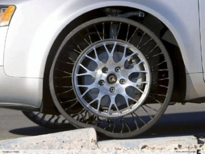 Schon 2005/6 zeigte Michelin seinen extrem dehnbaren Tweel - Foto: Michelin