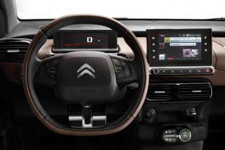 Analoginstrumente sind wie im BMW i3 passé - Foto: Citroën