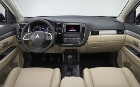 Mitsubishi Outlander Cockpit mit hellem Leder, Foto: Mitsubishi