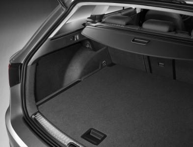 Hebel zum Umlegen der Rückbankhälften im Kofferraum - Foto: Seat