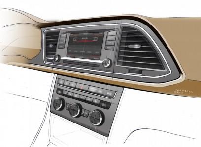 Zum Fahrer geneigte Mittelkonsole - Skizze: Seat