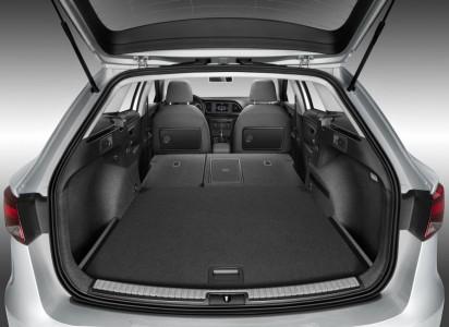 Nur leicht ansteigende Ladefläche und zweistufiger Boden - Foto: Seat
