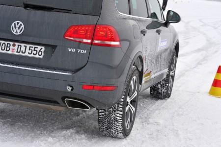 Vergleich: Der Winterreifen mit viel Profil. Foto: Michelin