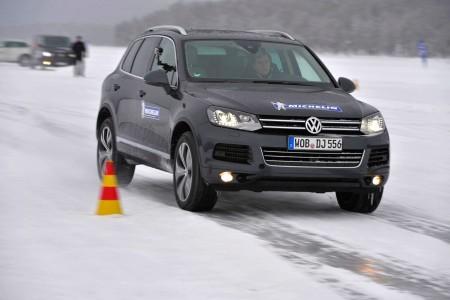 Brems- und Dynamik-Übungen auf Eis mit dem VW Touareg, Foto: Michelin