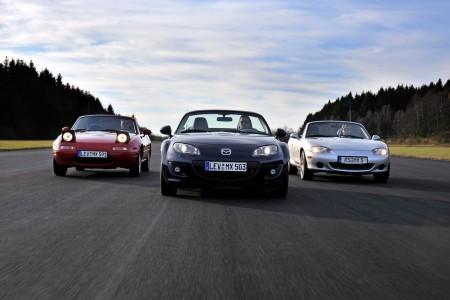 Mazda MX-5 drei Generationen (1. / 3. / 2.) Foto: Mazda; Hildebrandt/Lorenz