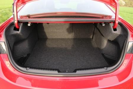 Mazda6 Limousine: tiefer Kofferraum, Foto: Autogefühl