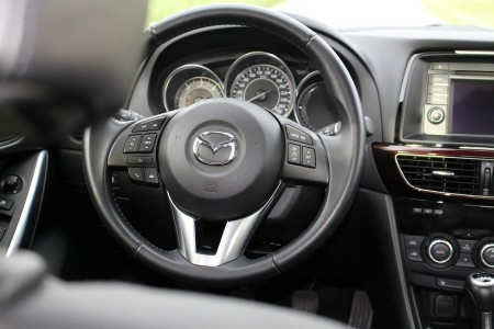 Mazda6 Limousine Lenkrad, Foto: Autogefühl