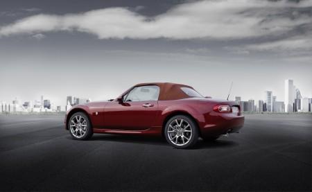 Mazda MX-5 Roadster mit Softtop geschlossen, Foto: Mazda