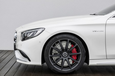 Mercedes-Benz S 63 AMG Coupé (C 217) 2014; designo diamantweiß bright, Foto: Mercedes