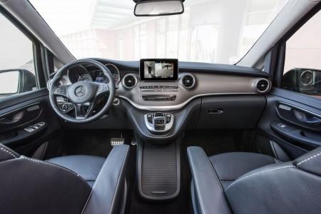 Mercedes V-Klasse Interieur: Leder Lugano schwarz, Zierelemente Wellenoptik, anthrazit, matt; Foto: Mercedes