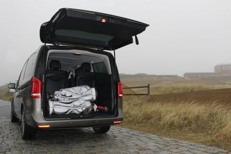 Mercedes V-Klasse: Weit öffnende Heck-Klappe und niedrige Ladekante, Foto: Autogefühl