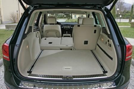 Volkswagen Touareg Laderaum: Per Knopfdruck die Sitze umklappen lassen, Foto: VW